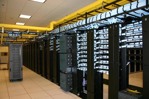 هنگام خرید رک شبکه دیتاسنتر باید به چه مواردی توجه داشته باشیم؟